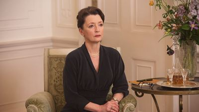 'Phantom Thread'le Oscar Adayı Olan Lesley Manville, 'The Crown'ın Kadrosunda!