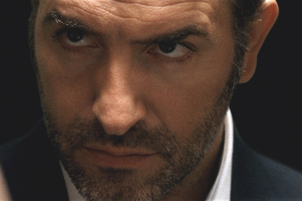 Karanl k erit m bius resimleri foto raf 16 for Film jean dujardin 007