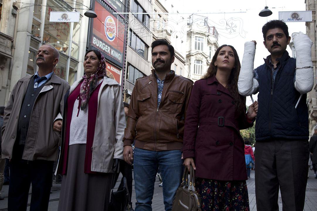 Kaçma Birader : Fotograf Algi Eke, Cihan Ercan, Emrah Kaman, Melek Baykal, Zafer Algöz