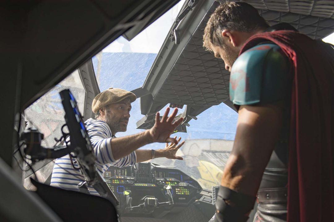 Thor: Ragnarok : Fotograf Chris Hemsworth, Taika Waititi