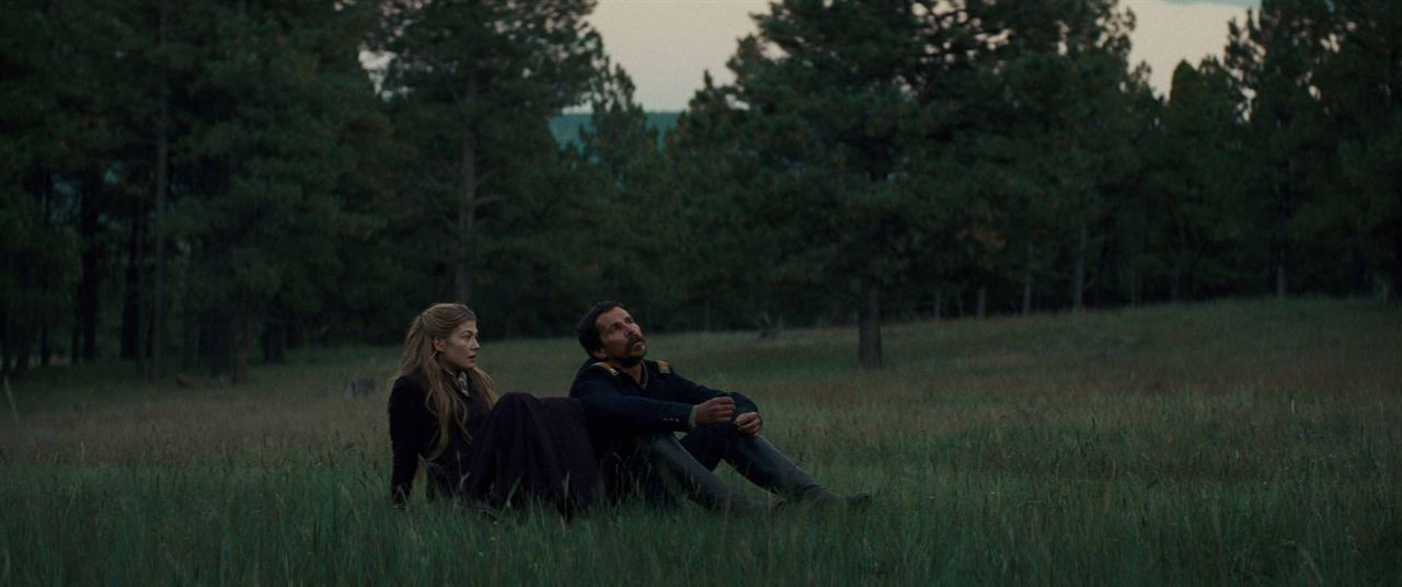 Vahsiler : Fotograf Christian Bale, Rosamund Pike