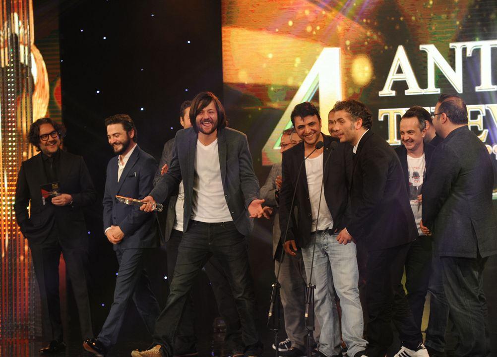 Isler Güçler : Fotograf Abdullah Oguz, Ahmet Kural, Murat Cemcir, Sadi Celil Cengiz, Selçuk Aydemir