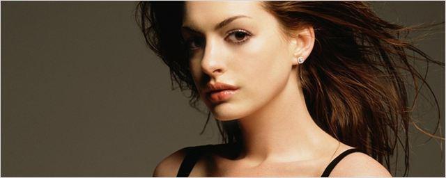 Anne Hathaway'in Çıplak Fotoğrafları Sızdı!