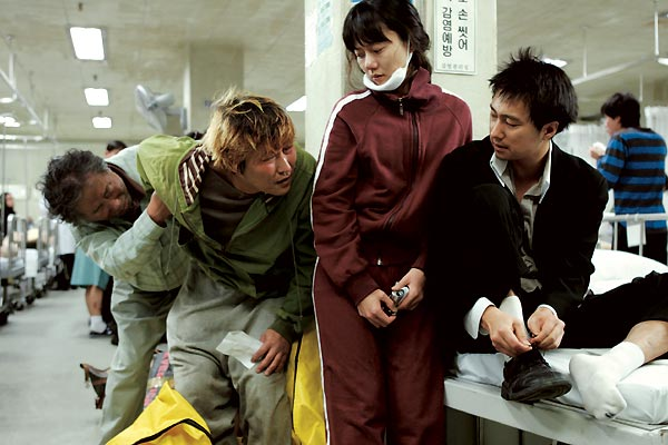 Yaratik : Fotograf Hie-bong Byeon, Ko Ah-Sung, Park Hae-il, Song Kang-Ho