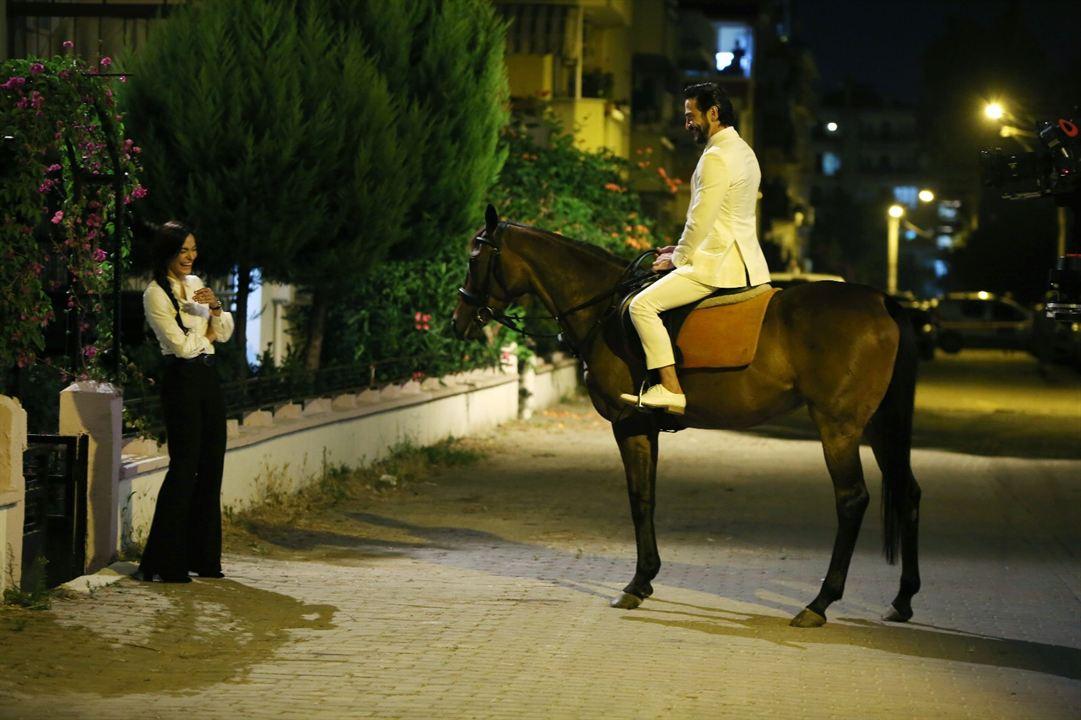 Ailecek Saskiniz : Fotograf Ahmet Kural, Saadet Isil Aksoy