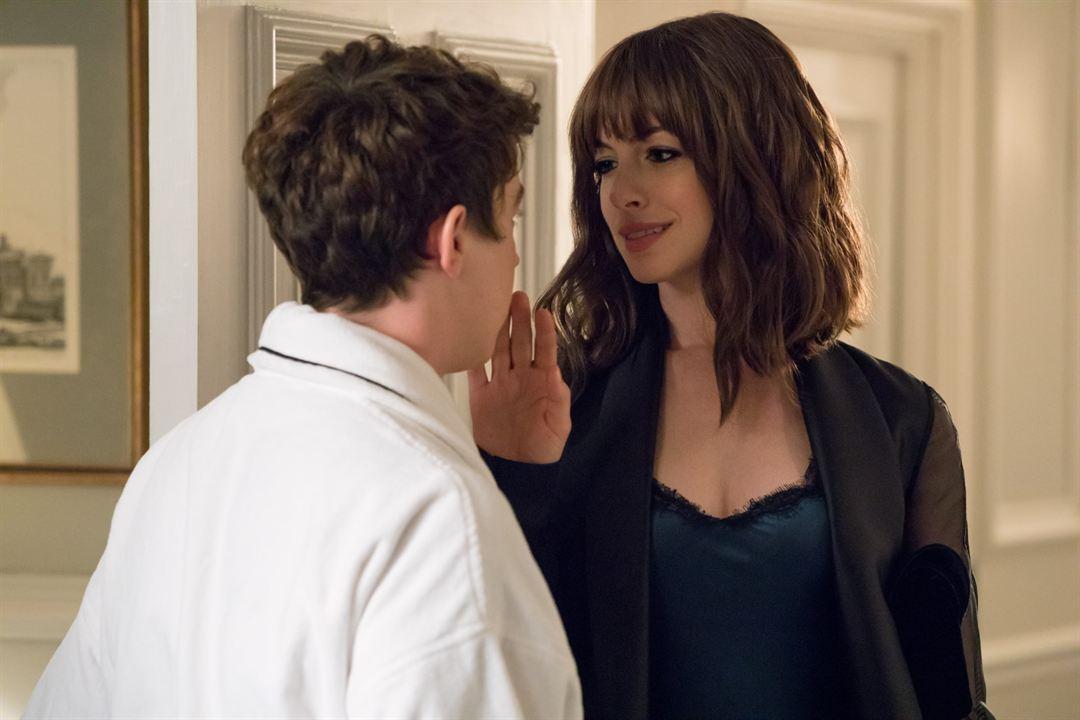 Düzenbazlar: Alex Sharp (II), Anne Hathaway